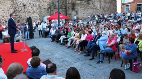 """Rodríguez Zapatero pide a los puertollaneros que no se cansen de votar pronosticando otra victoria del PSOE el 26 de mayo """"frente a tanta mentira"""""""