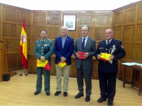 Globalcaja recibe un reconocimiento de la Subdelegacion de Defensa de Cuenca