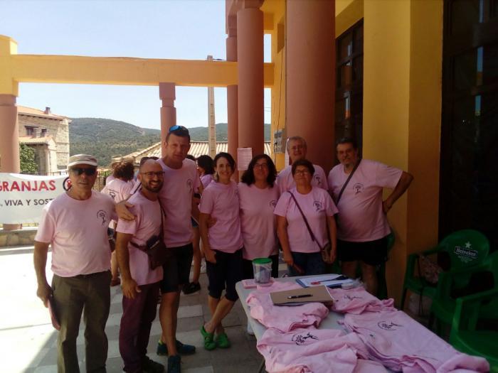 """La plataforma """"Serrania limpia y viva"""" organiza una mesa informativa sobre el impacto de las macrogranjas en la comarca"""