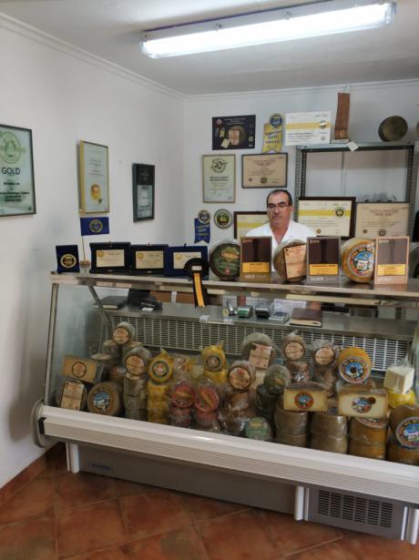 La fabrica de Quesos Artesanos Villarejo continúa cosechando premios por todo el mundo