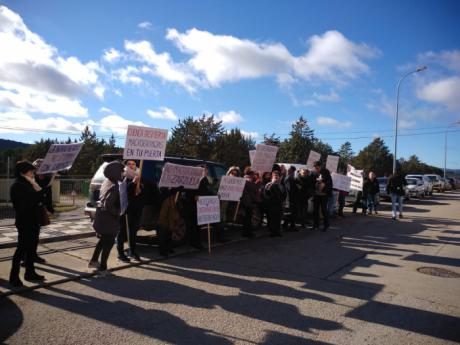 Pueblos Vivos Cuenca protesta en un acto en presencia de las distintas administraciones y organizaciones que apoyan la ganadería industrial