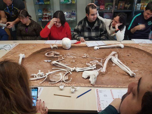 Los habitantes de Mota del Cuervo viajan a la prehistoria con investigadores del CSIC