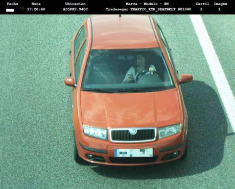 Arranca la I fase de la operación salida de Semana Santa con cámaras que captan y denuncian el uso manual del móvil al volante