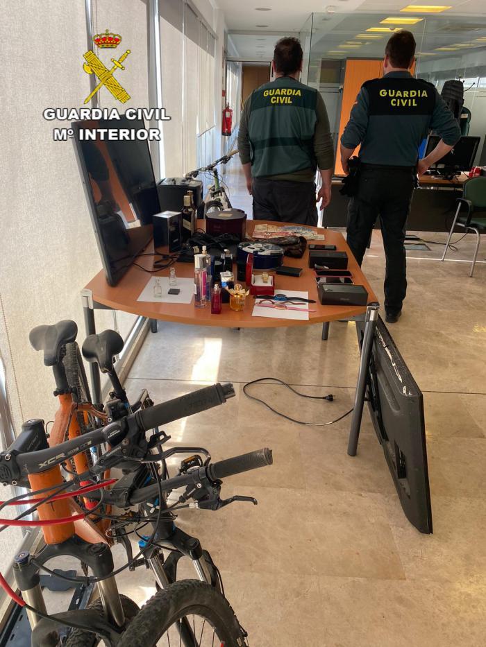 La Guardia Civil detiene a 4 personas por varios delitos de robo y receptación en la comarca del Campo de Montiel