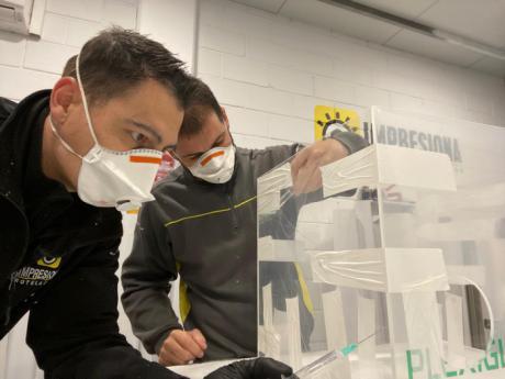 La UCLM diseña cajas para proteger a los sanitarios en el proceso de intubación de pacientes con coronavirus