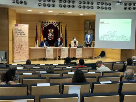 Especialistas y jóvenes investigadores debaten sobre la historia de Cuenca