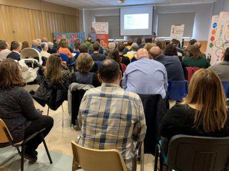 El seminario de medios de comunicación y cooperación acoge a más de 70 personas para aprender sobre información y bulos