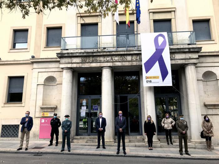 Minuto de silencio en Cuenca en memoria de las víctimas de la violencia sobre la mujer