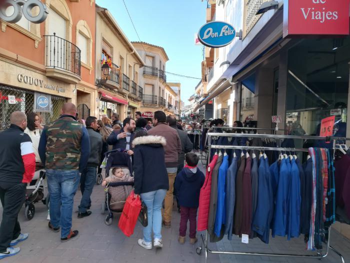 El público respondió a la celebración del XX Mercadillo del Comercio de San Clemente