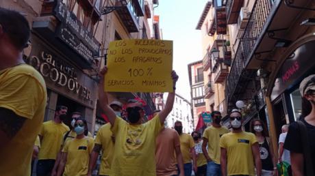 La plantilla de Geacam hace ver su malestar en la primera de las manifestaciones ante el Palacio de Fuensalida esta semana