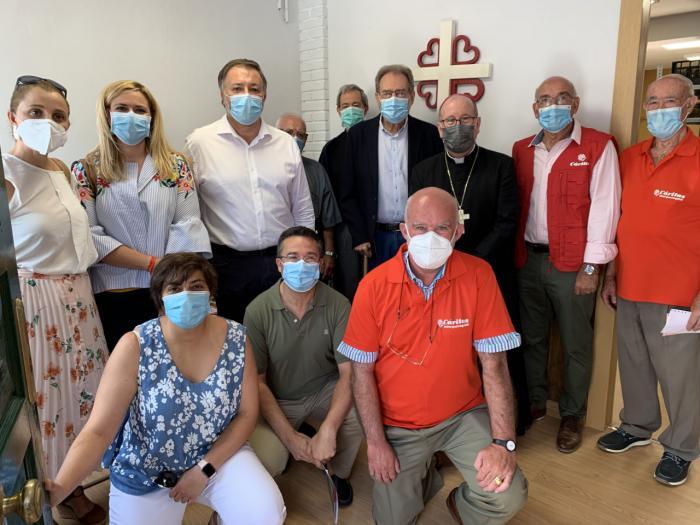 El Economato solidario de Cáritas reabre sus puertas en una nueva ubicación
