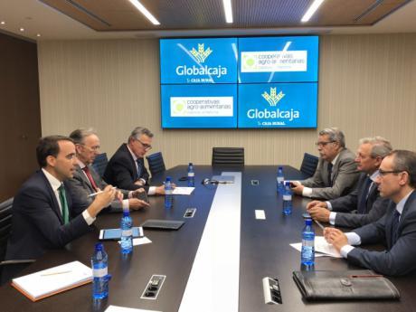 Globalcaja y Cooperativas agro-alimentarias de la región estudian acciones para proseguir con el fortalecimiento del sector