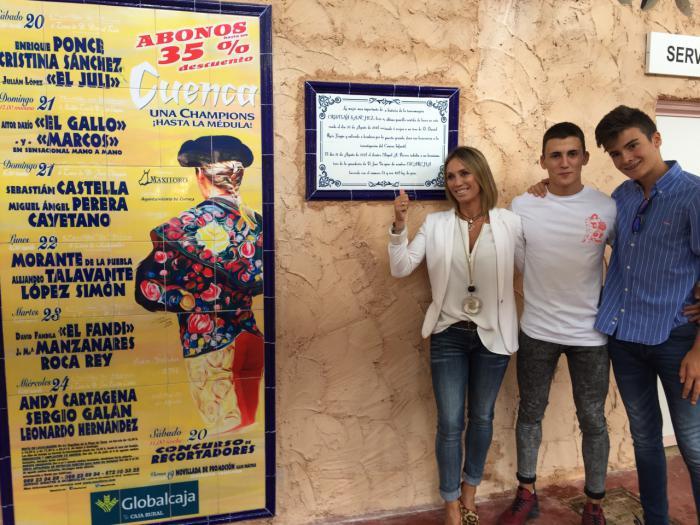 Cristina Sánchez inaugura su azulejo en la plaza de toros de Cuenca