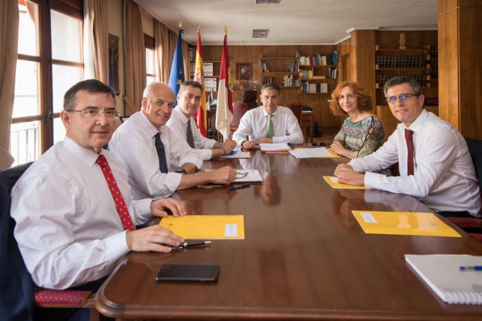 El delegado del Gobierno se reúne con los subdelegados de las cinco provincias