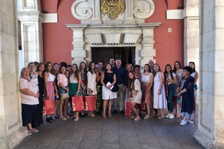 Dolz recibe a la Corte de Honor de la Feria y Fiestas de San Julián 2019