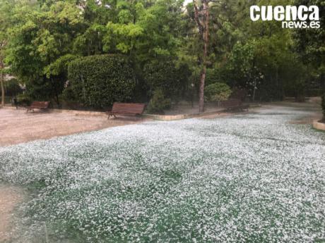 La tormenta de lluvia y granizo deja 34 litros por metro cuadrado en la capital