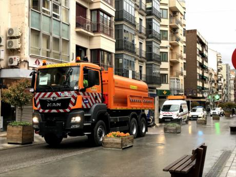 La Unidad de Carreteras del Estado desinfecta las calles de la capital