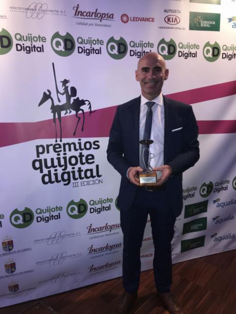 El almonaceño Jóse Luis Martinez Jimenez recibe el premio Quijote Digital en su categoria protagonista del año