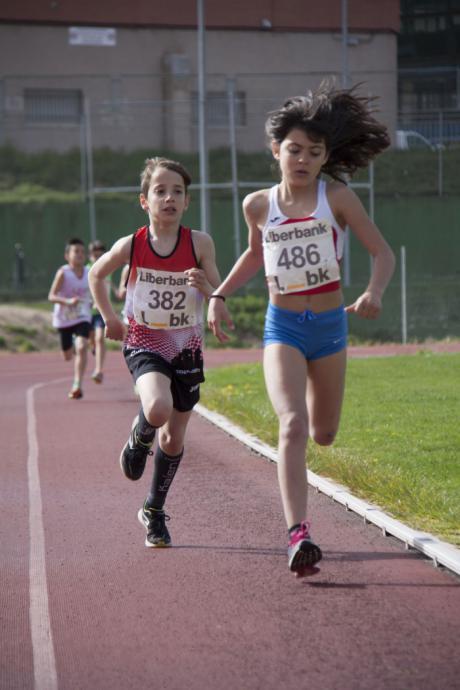 El atletismo cierra su fase provincial tras una jornada caracterizada por el esfuerzo, afán de superación y cooperación colectiva de los atletas