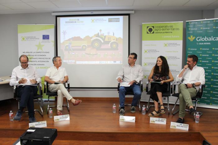 Globalcaja, en la jornada sobre la creación de secciones de cultivo de Cooperativas Agro-Alimentarias de la región