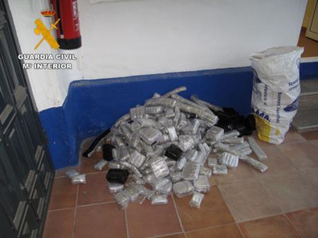 La Guardia Civil detiene a una persona en la A-4 con 130 kilos de hachís