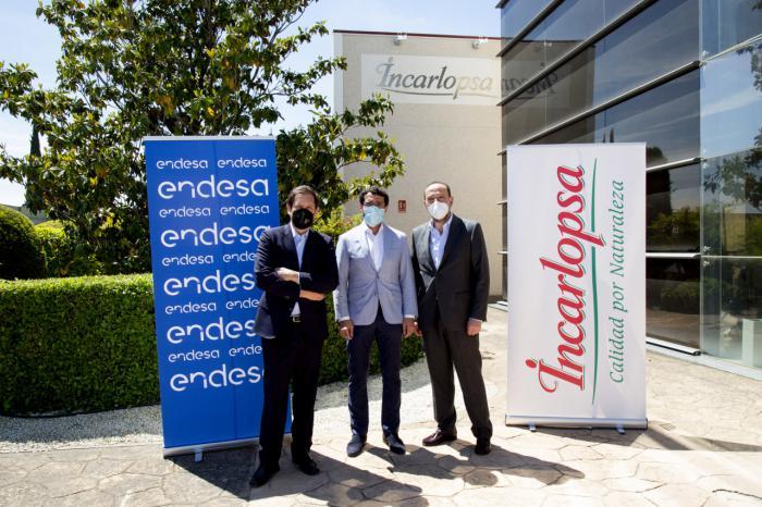 Incarlopsa refuerza su compromiso medioambiental e instala paneles solares en 46.000 m2 de cubiertas de sus secaderos, de la mano de Endesa