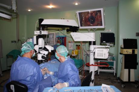 El servicio de Oftalmología realiza por primera vez la implantación de anillos intracorneales para ratamiento del queratocono
