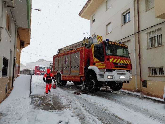 Los bomberos provinciales han realizado 112 intervenciones de prevención para evitar la caída de nieve y hielo
