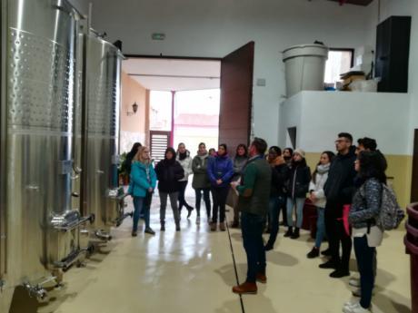 Estudiantes de la UCLM visitan empresas de La Manchuela con Adiman, para conocer proyectos de desarrollo rural