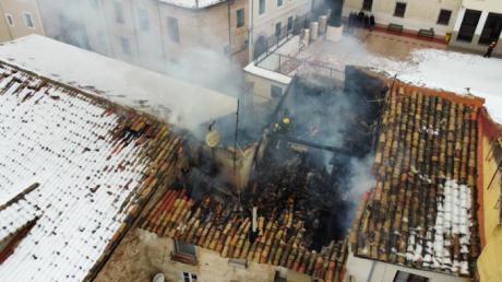 En torno a 15 horas duró la intervención de los Bomberos en el incendio en las inmediaciones del Almudí