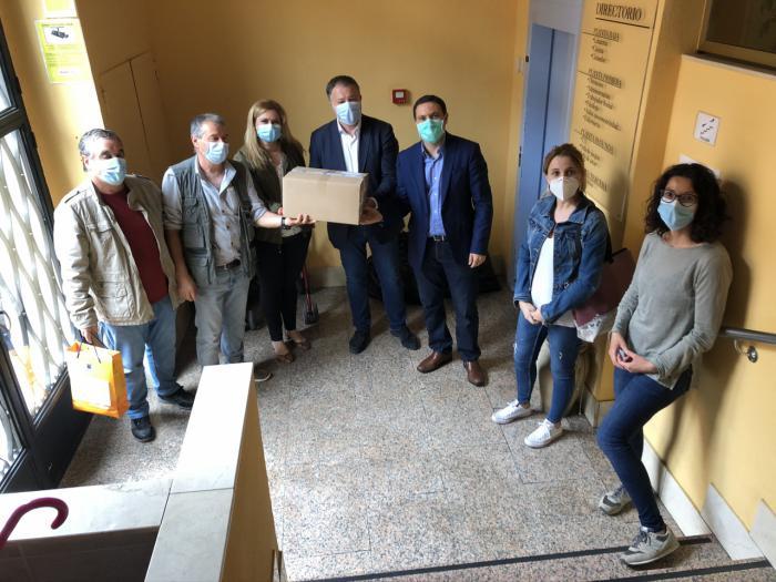 Ayuntamiento, Junta y Diputación reparten material de protección a Infantas de España y a Cocemfe