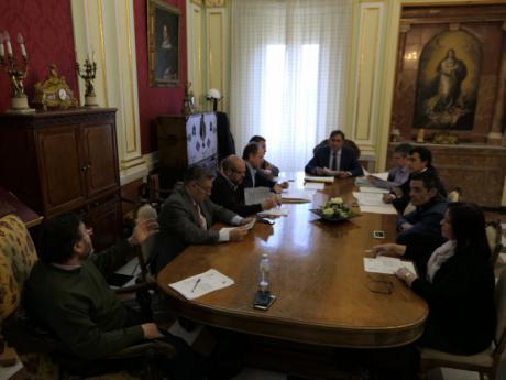 La Junta de Gobierno Local aprueba los convenios en materia de Servicios Sociales con la Junta, ADOCU y Cruz Roja
