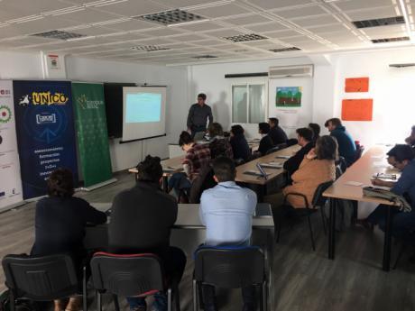 Unas treinta personas asisten en la sede de UNICO a la jornada sobre Adelante-Inversión y SoyDigitalCLM