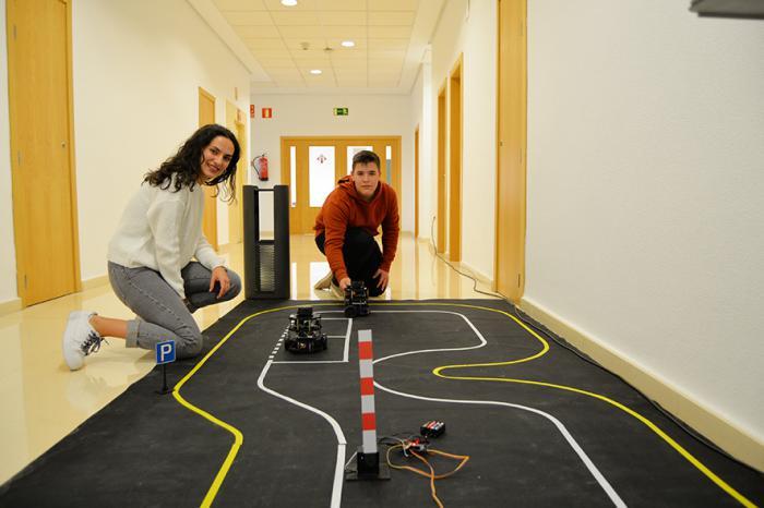 Estudiantes de la UCLM y empresarios conocen el papel de la robótica colaborativa en la industria 4.0