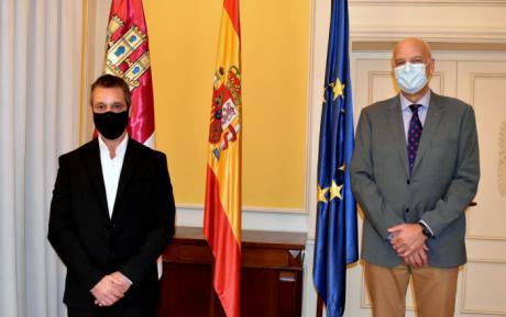El subdelegado del Gobierno en Cuenca recibe al nuevo director del Centro Penitenciario de Cuenca
