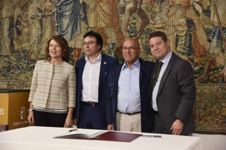 El Ayuntamiento participa de la entrega de nuevas dotaciones informáticas para el Centro de Mayores de Mota del Cuervo