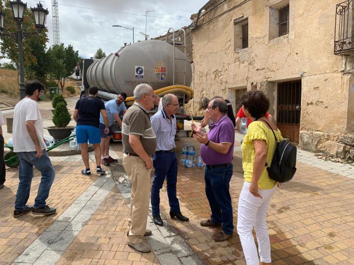 Diputación abastece de agua potable a varios pueblos de la provincia durante estos días de agosto
