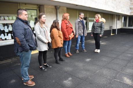 Junta y Ayuntamiento de Los Hinojosos trabajarán en la puesta en marcha de la vivienda de mayores