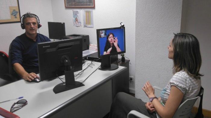 Ciudadanos propone que se implante un sistema de vídeo-interpretación en lengua de signos para mejorar la atención de los servicios municipales