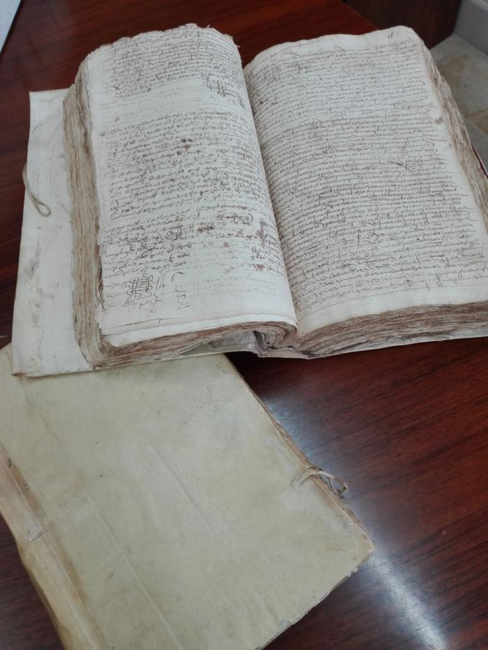 Los Protocolos notariales recuperados por la Guardia Civil en colaboración con el Archivo Histórico de Cuenca son entregados a este centro
