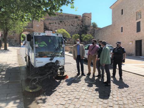 El II Plan de Limpieza Intensiva se inicia en el barrio del Castillo con 12 efectivos extras y tres vehículos