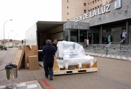 Este lunes se ha comenzado a instalar el nuevo mamógrafo digital con tomosíntesis en el Virgen de la Luz