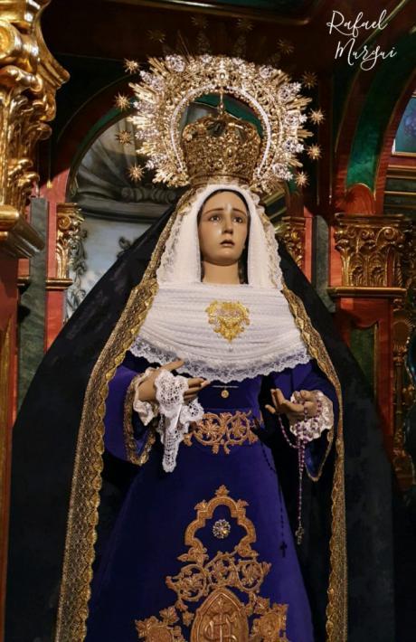 María Santísima de la Esperanza estrena saya y corazón bordado para el luto de este mes de noviembre