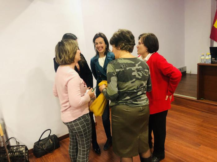 Luz Moya asiste a la charla informativa sobre Esclerosis Múltiple organizada por Ademcu