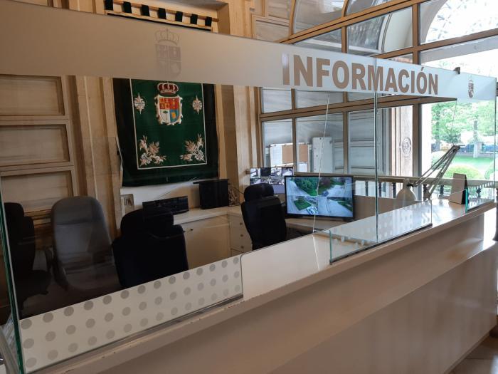 La Diputación coloca mamparas de cristal para proteger a los trabajadores y trabajadoras provinciales