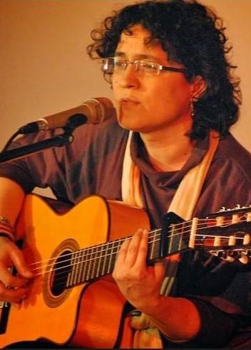 """La palabra hablada y la cantada se dan la mano en la primera jornada de """"Poesía para náufragos"""""""