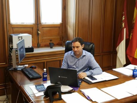 La Diputación ayudará a los empresarios conquenses en la desescalada con el reparto de viseras protectoras