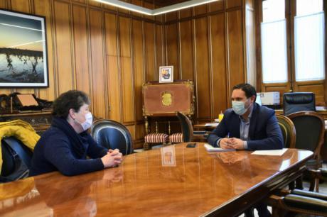 La Diputación colabora con el Ayuntamiento de Paracuellos de la Vega para renovar el parque infantil