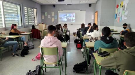 Investigadoras de la UCLM muestran su trabajo científico a miles de estudiantes de centros educativos de la región