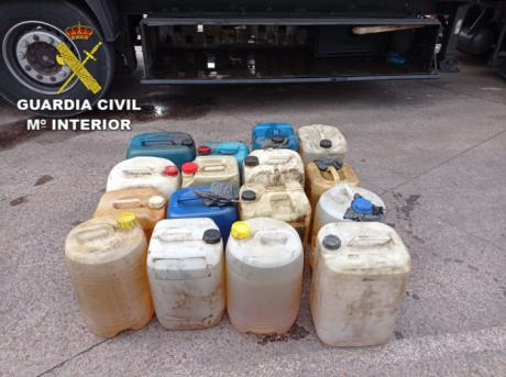 La Guardia Civil detiene a dos personas por el robo de 1900 litros de gasoil en tres camiones junto a la N-420